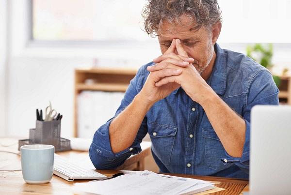 عاداتی به ظاهر بی خطر که موجب گردن درد میشوند