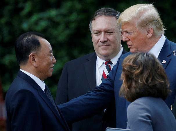 دیدار ترامپ با دست راست رهبر کره شمالی/ ترامپ: دیدار سنگاپور برگزار می شود