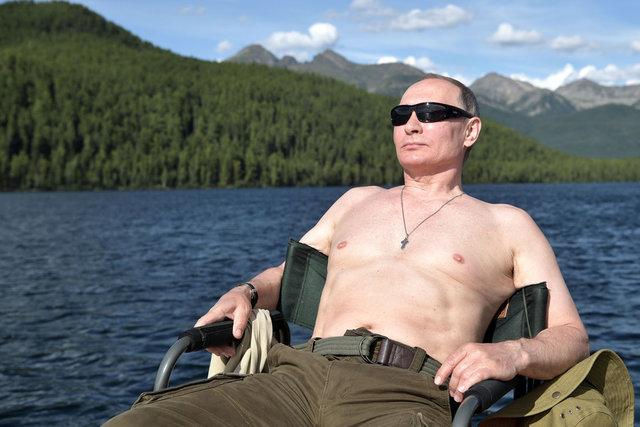 واکنش پوتین به انتشار عکس های نیمه برهنه اش