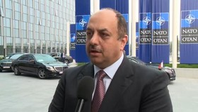 وزیر دفاع قطر: تمایل ما برای عضویت در ناتو قانونی است/ درباره خرید اس ۴۰۰ مصمم هستیم