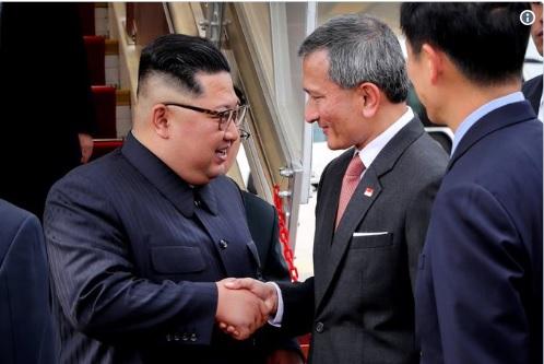 نخستین تصویر رهبر کرهشمالی پس از رسیدن به فرودگاه سنگاپور (+عکس)
