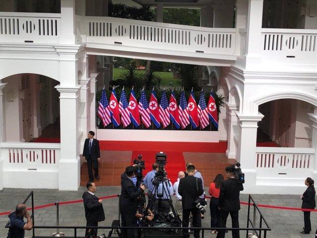 دیدار تاریخی رهبران کرهشمالی و آمریکا: اون و ترامپ دست دادند (+عکس)