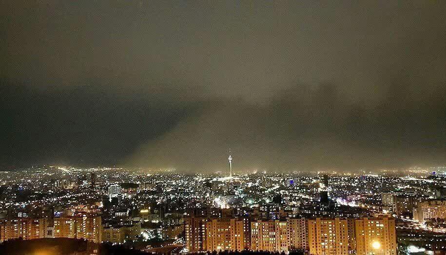 مصدومیت 18 نفر در پی وقوع توفان در تهران (+عکس)