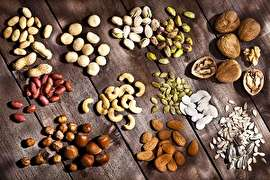 نقش مغزهای خوراکی در مقابله با سرطان روده بزرگ