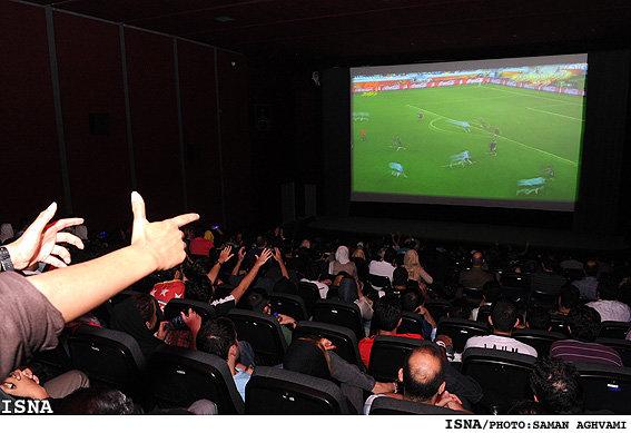 چه کسانی از پخش فوتبال در سینماها ضرر میکنند؟