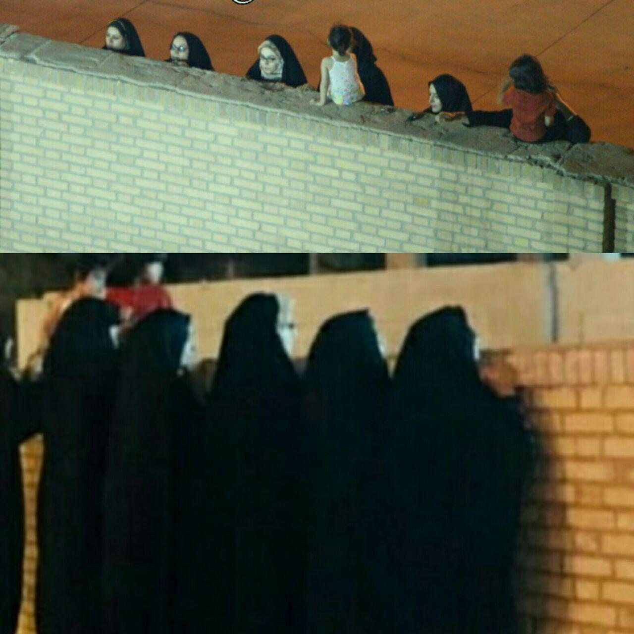 خانم ها از پشت دیوار تماشاگر یک مسابقه فوتبال (عکس)