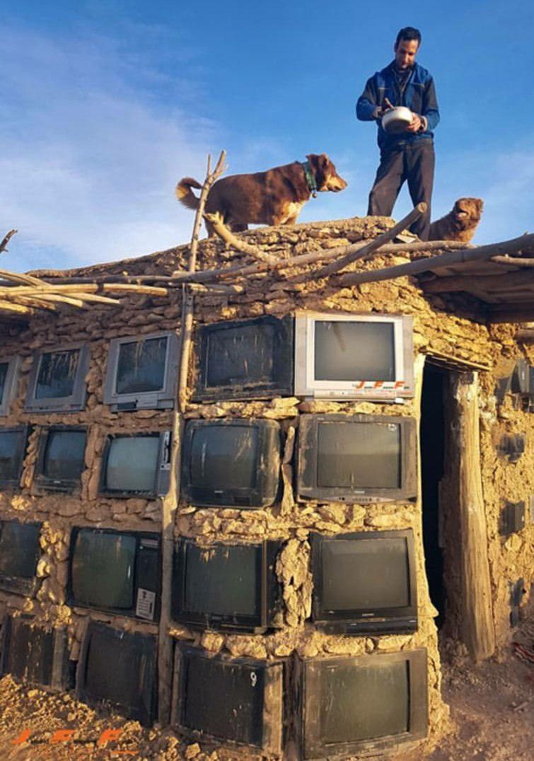 ساخت دیوار خانه از جنس تلویزیون در ایران (+عکس)