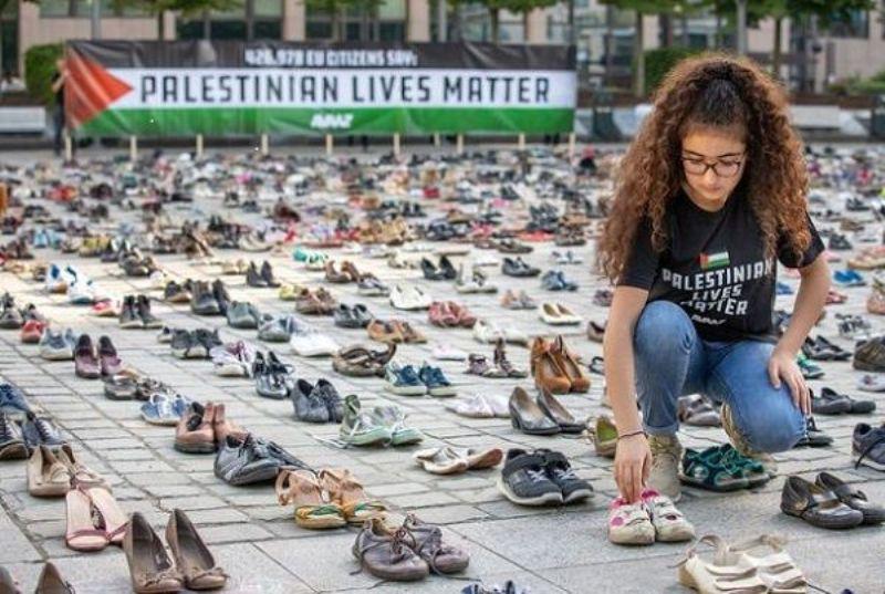هزاران جفت کفش مقابل مقر اتحادیه اروپا چیده شد (+ عکس)