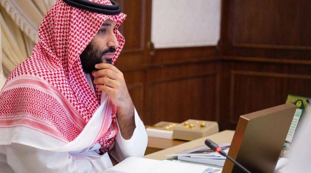 آفتابی شدن ولیعهد عربستان در نشست اقتصادی در جده در پی غیبت طولانی (+عکس)