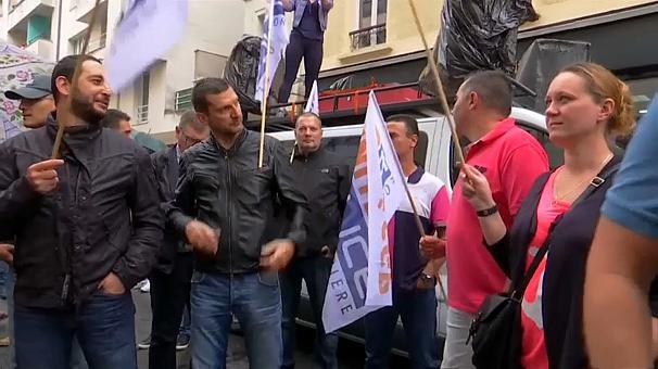 اعتراض افسران پلیس فرانسه با پیژامه (+عکس)