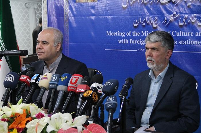 گفتوشنود خبرنگاران رسانههای خارجی با وزیر ارشاد