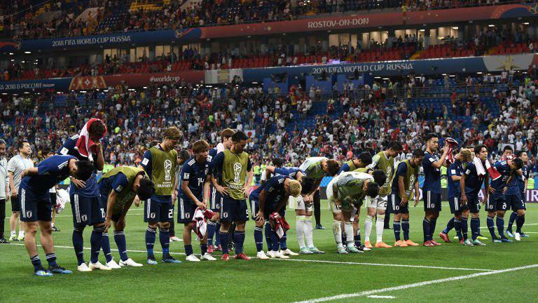 عذرخواهی بازیکنان ژاپن بهخاطر شکست در دقایق پایانی (عکس)