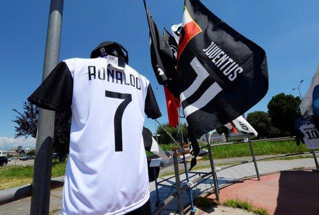 پیراهن شماره 7 یووه به نام رونالدو در فروشگاههای تورین (+عکس)