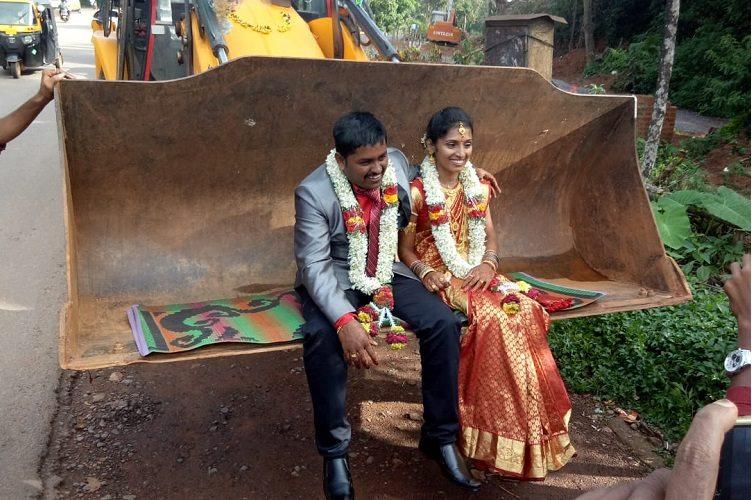ماشین عروسی جالب زوج هندوستانی (+عکس)