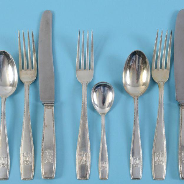 قاشق و چنگالهای هیتلر به فروش رفت (+عکس)