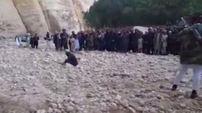 داعش یک مرد را در شمال افغانستان 'سنگسار کرد' (+عکس)