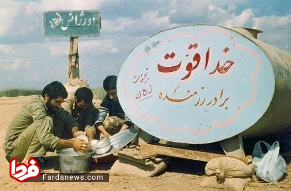 وزیر بهداشت در حال شستن ظرف (عکس)
