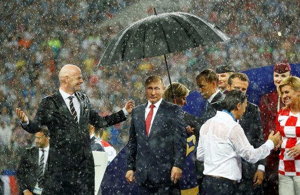 مواظب باشیم؛ روسها چتر خود را با کسی تقسیم نمیکنند