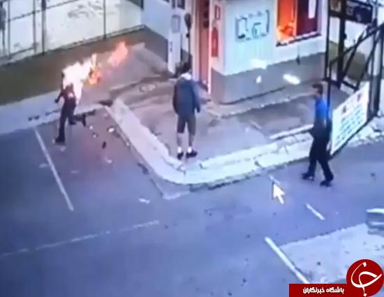 لحظه وحشتناک به آتش کشیدن متصدی پارکینگ (+عکس)
