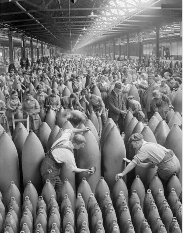 کارخانه بمب سازی در انگلیس (عکس)
