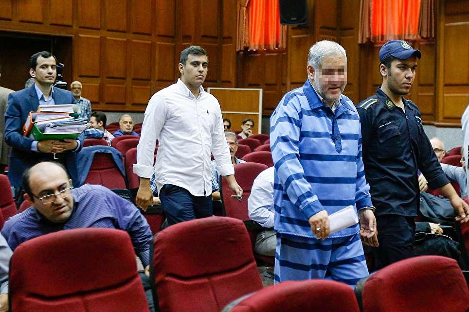 متهم ردیف اول پرونده 13 هزار میلیاردی موسسه ثامن الحجج در لباس زندان(عکس)