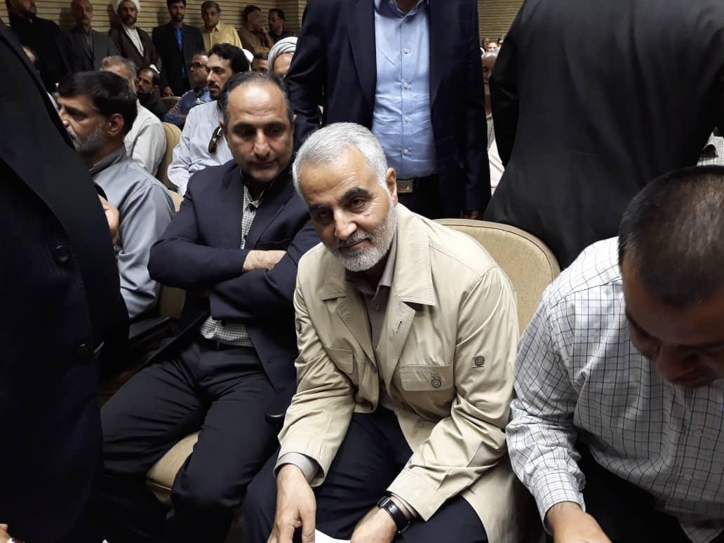 حضور قاسم سلیمانی در مراسم ترحیم پدر وحید حقانیان +عکس
