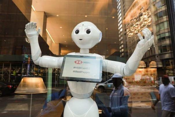 ربات کارمند بانک در نیویورک مشغول به کار شد (+عکس)