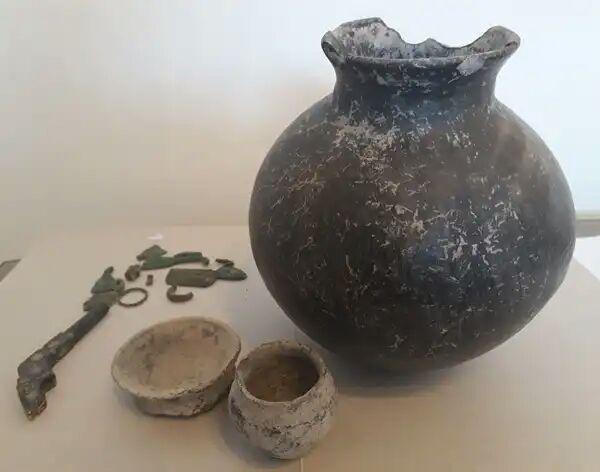 کشف اشیای تاریخی با قدمت هزاره اول قبل از میلاد در سراب + عکس