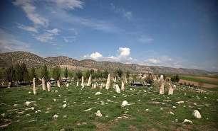 گورستانی با سنگقبرهای عجیب و تاریخی (عکس)
