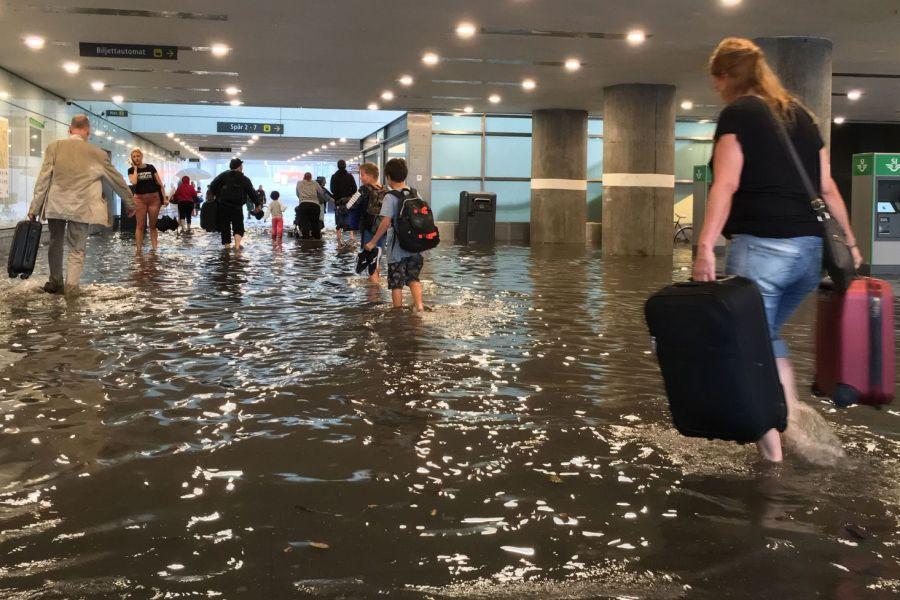 ایستگاه قطار در سوئد زیر آب رفت
