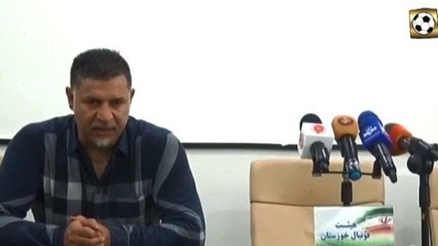 حرکت عجیب علی دایی در کنفرانس خبری (+عکس)
