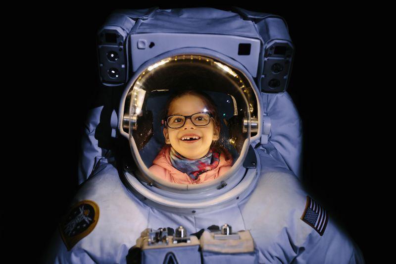 دختربچه فضانورد (+عکس)