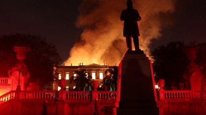 موزه 200 ساله برزیل در آتش (+عکس)