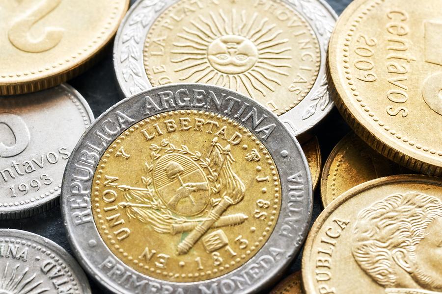 حذف نصف وزارتخانه ها، راهکار آرژانتین برای توقف سقوط ارزش پول ملی