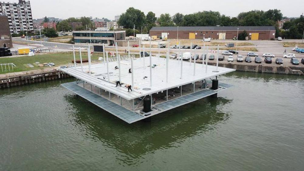 اولین دامداری شناور جهان در هلند