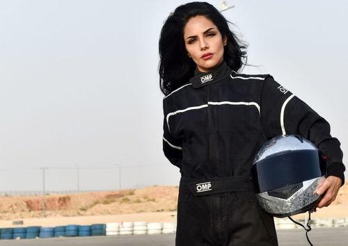 راننده زن سعودی در مسابقات رانندگی (عکس)