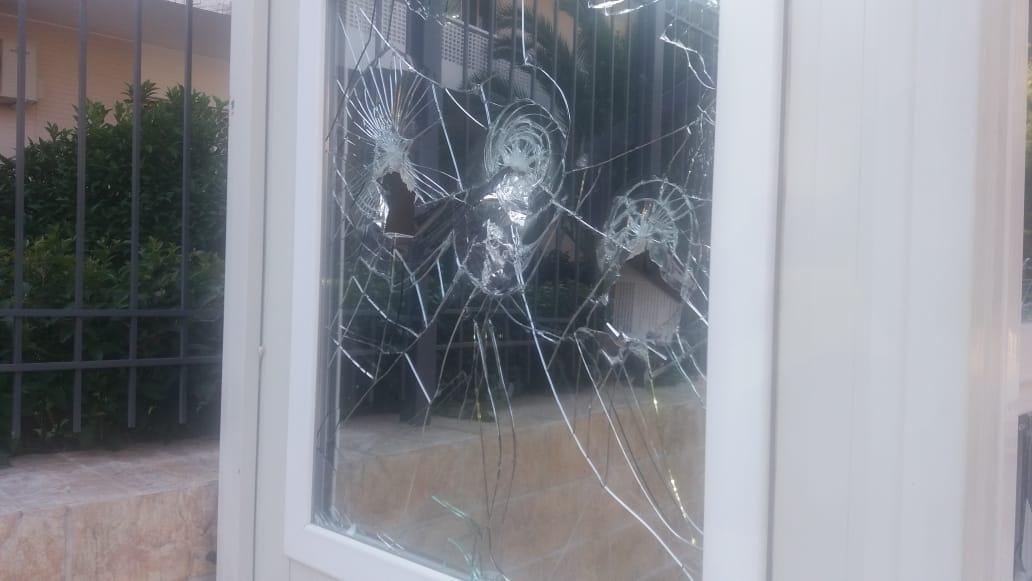 حمله به سفارت ایران در یونان (+عکس)