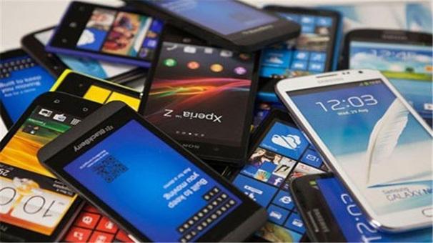 600 هزار گوشی تلفن همراه در انتظار خروج از انبارها