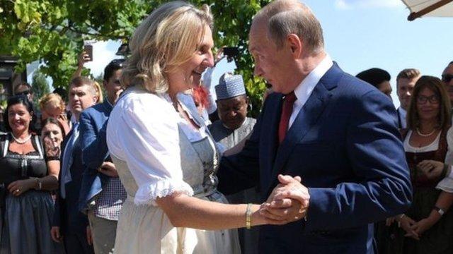 توضیحات وزیر خارجه اتریش درباره حضور پوتین در مراسم ازدواجش