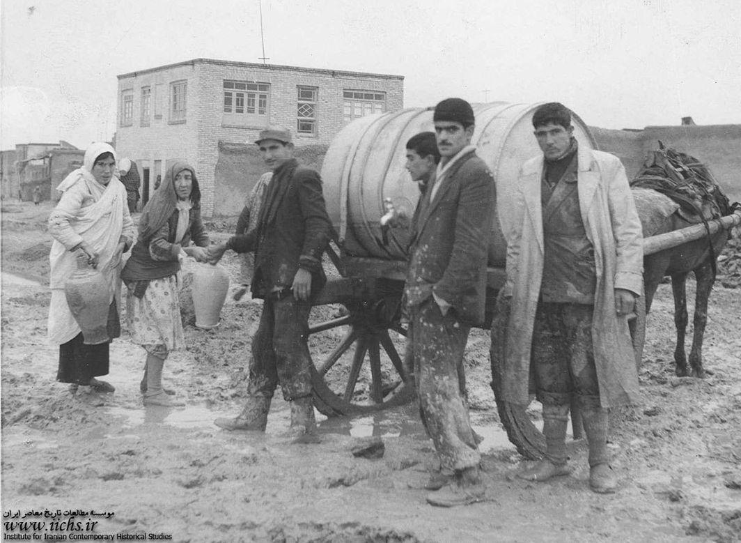توزیع آب شرب در تهران قدیم (عکس)