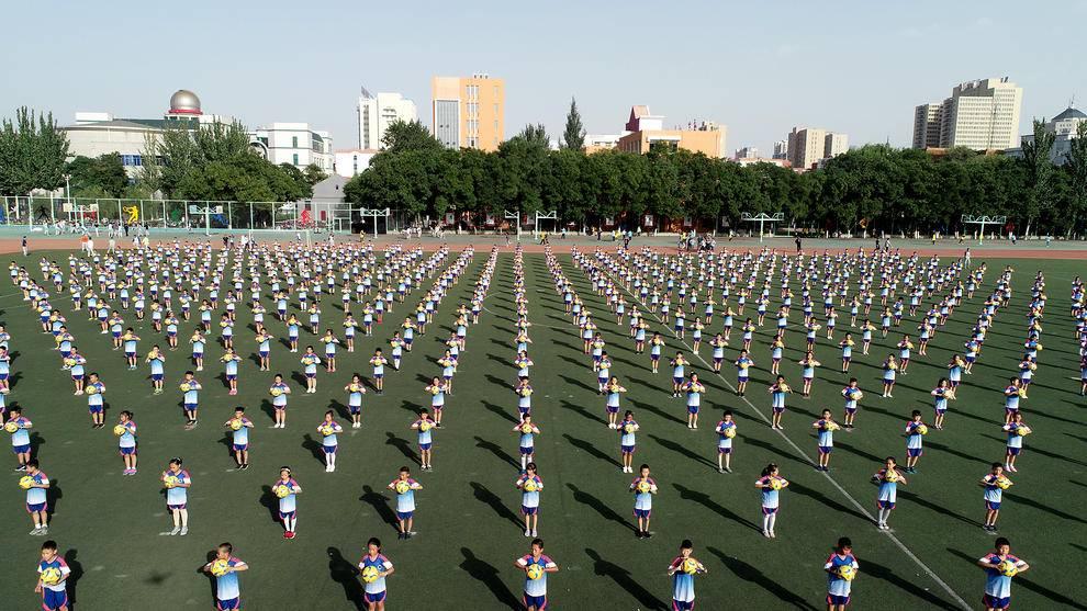 کلاس تمرین فوتبال در مدرسهای ابتدایی در چین (عکس)