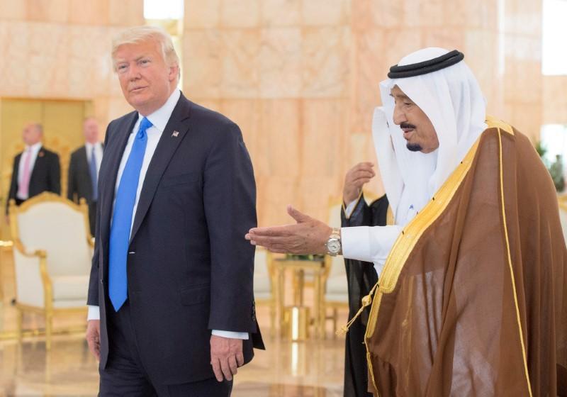 ترامپ: به پادشاه عربستان گفتم بدون حمایت آمریکا دو هفته هم دوام نمیآورید