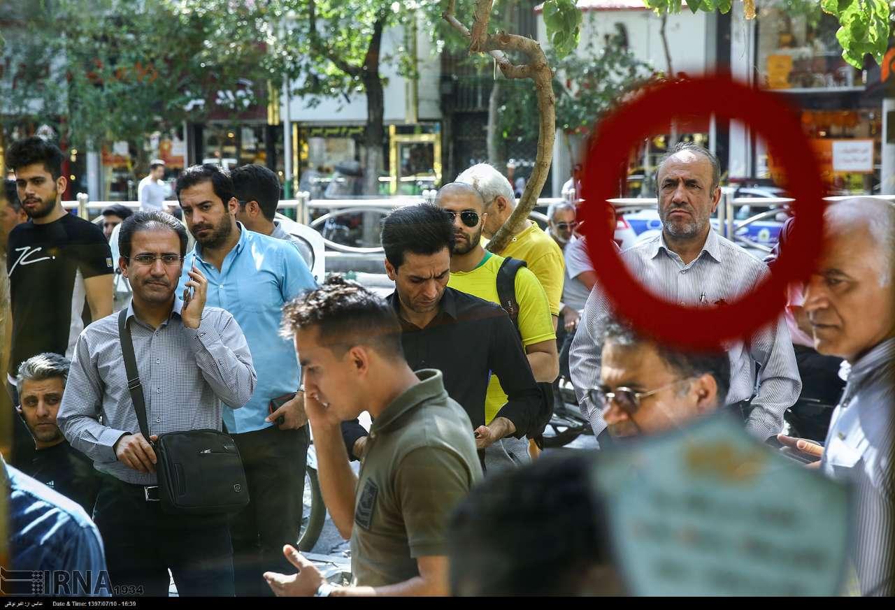 گزارش میدانی عصر ایران از خیابان فردوسی: از مردم مال باخته تا دلالان بی غم