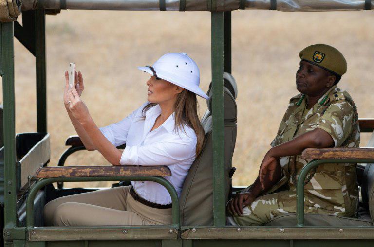 انتقاد از کلاه سفید ملانیا ترامپ در آفریقا