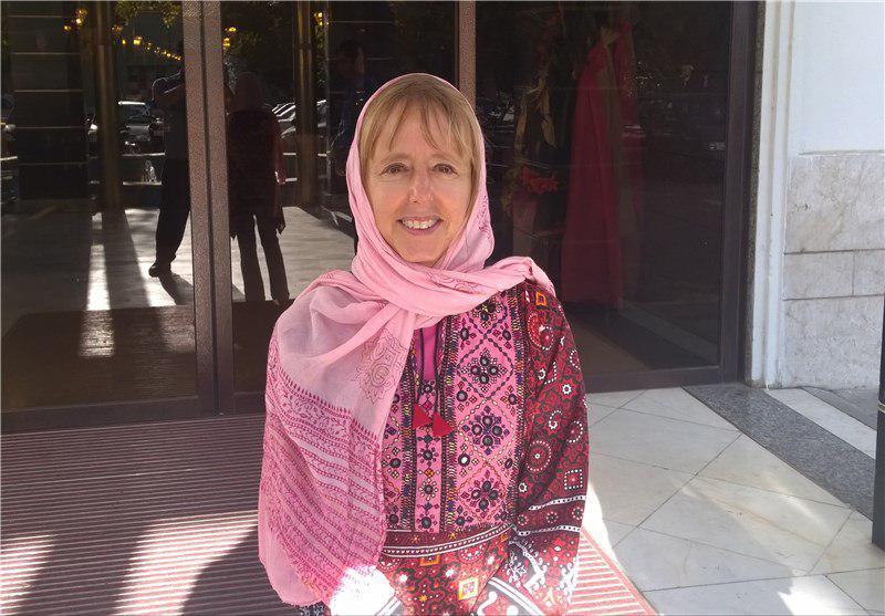 زنی که جلسه ضد ایرانی را به هم ریخت کیست؟