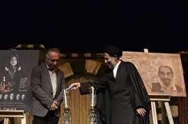 امام جمعه موقت تهران چراغ یک تئاتر را روشن کرد