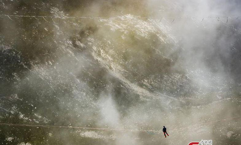 خطرناک ترین ورزش جهان (عکس)
