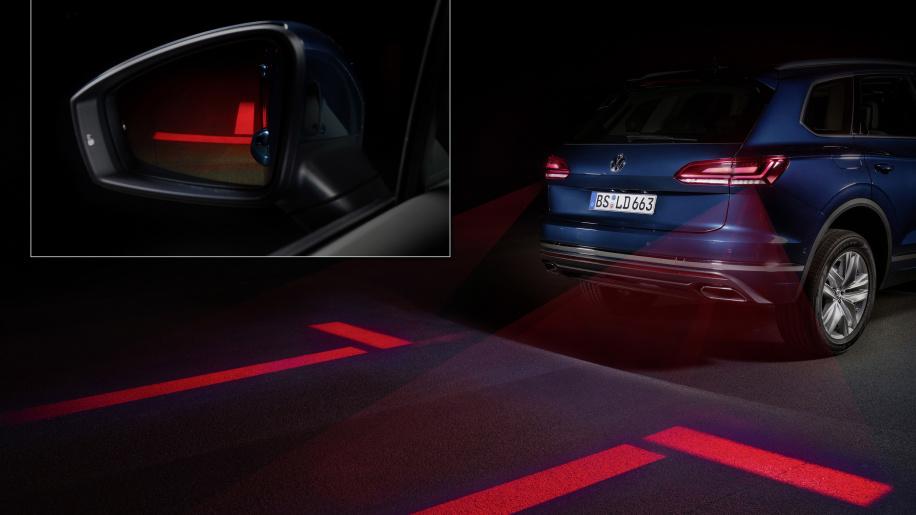 چراغ دادن خودروهای فولکس واگن به عابران پیاده