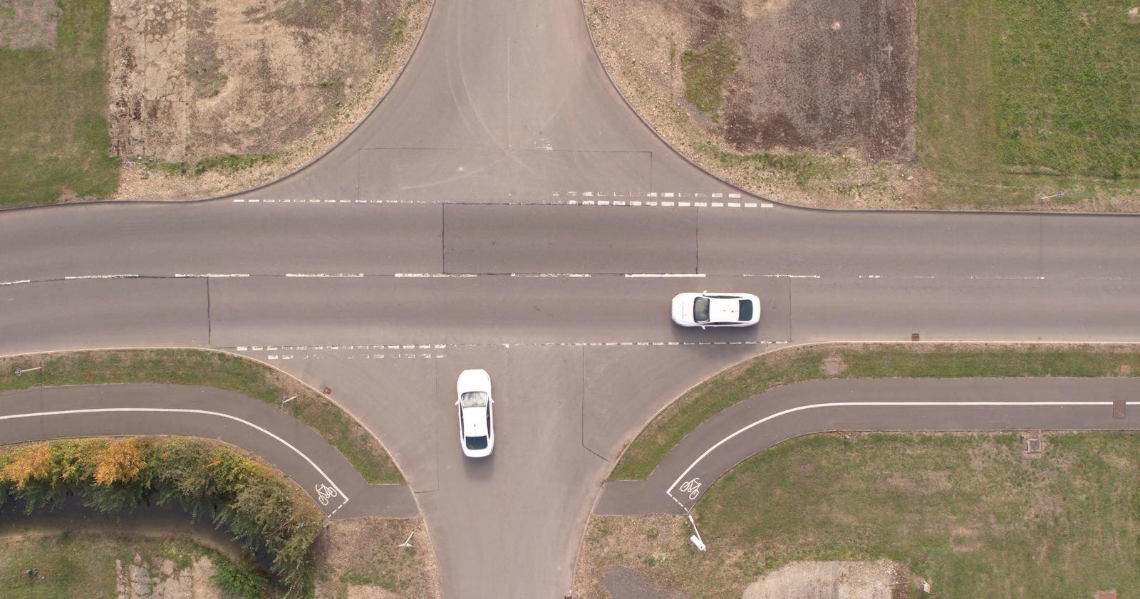 فورد در صدد حذف چراغهای راهنمایی از خیابانها