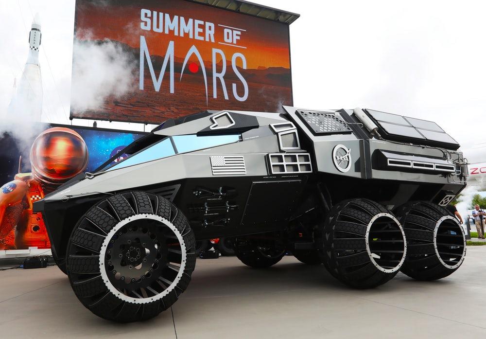 حرکت مریخ نورد بزرگ ناسا در خیابانهای نیویورک
